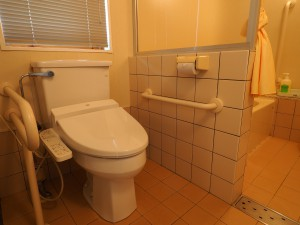 Cロッジ「手すり付きトイレ」